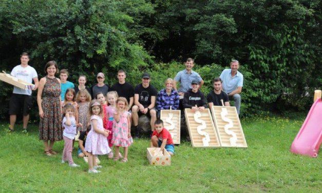 Berufsschule Roth  baut  Geschicklichkeitsspiele  und verteilt diese in den Kindergärten in Allersberg.